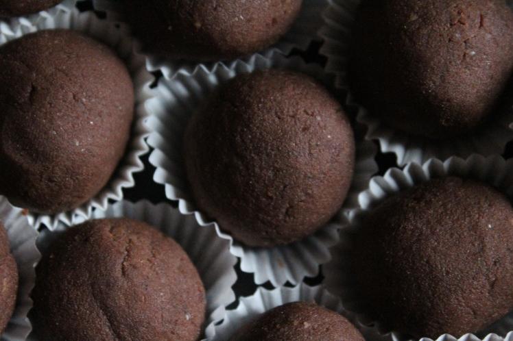 Gesunde Weihnachtsbäckerei: Vegane Weihnachten - einfaches Weihnachtskonfekt-Rezept ohne Backen