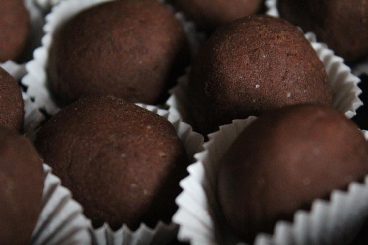 Gesunde Weihnachtsbäckerei: Vegane Weihnachten - einfaches Weihnachtskonfekt-Rezept ohne Backen, ohne Industriezucker, fettarm, schnell zubereitet, Weihnachtsnascherei, glutenfrei, ohne Mehl, ohne Weizen, ohne Industriezucker