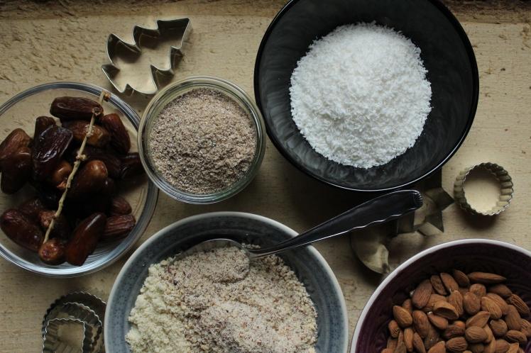 Gesunde Weihnachtsbäckerei: vegan und ohne raffinierten Zucker; Vanillekipferl, Zimtsterne, Kokosmakronen