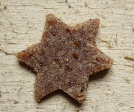 Vegane Weihnachtsbäckerei Zimtsterne Rohkost, glutenfrei