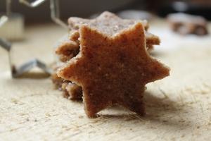 Vegane Weihnachtsbäckerei Zimtsterne Rohkost, glutenfrei, köstlich