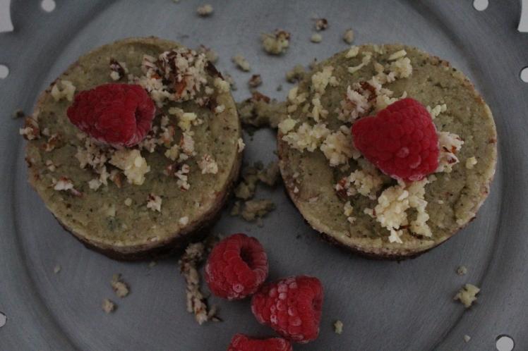 Rezept für Rohkost-Törtchen mit eingweichten Mandeln, Cashewnüssen und angekeimtem Buchweizen, gesund, vegan, glutenfrei