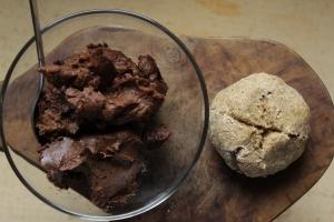 Süße Schoko-Avocadocreme, vegan und glutenfrei, rohköstlicher Brotaufstrich mit gesunden Zutaten