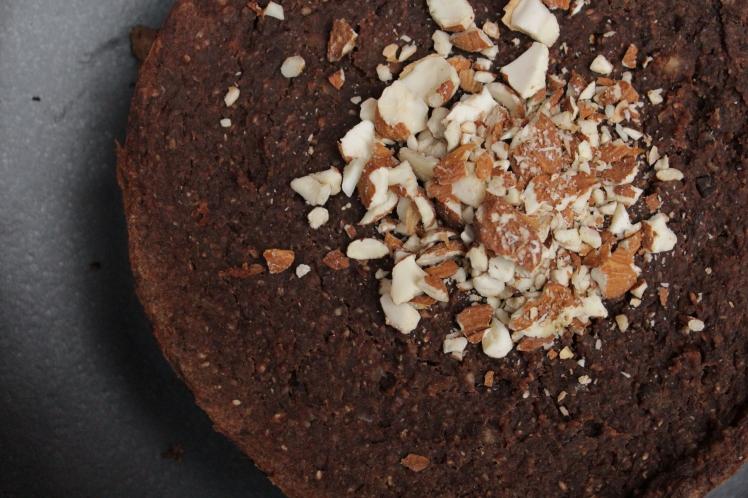 Schoko-Maronen-Kuchen ohne Industriezucker, ohne Mehl, natürlich gesüßt, ohne Ei, vegan, glutenfrei, Maroni, Esskastanien, gesundes Weihnachtsdessert