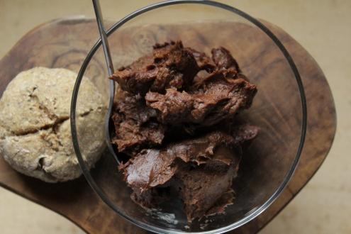 Süße Schoko-Avocadocreme, vegan und glutenfrei, rohköstlicher Brotaufstrich mit gesunden Zutaten, Brunch Ideen