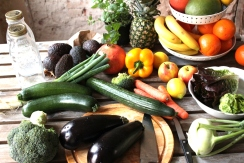 Sieben Tage Detox mit frischem Obst und Gemüse den Körper mit vielen Nährwerten versorgen für einen ausgeglichenen Säure-Basen-Haushalt