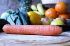Viel gemüse und obst zum entgiften frische, basische Kost