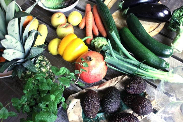 Sieben Tage Detox mit viel frischem Obst und Gemüse zum Entgiften des Körpers und für einen guten Säure-Basen-Haushalt